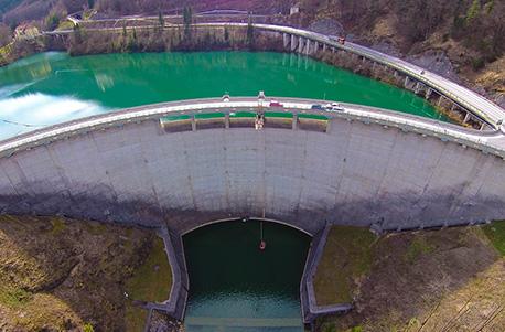 Bungee Jumping am Staudamm